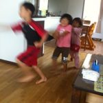 子供の遊び。スリル的じゃれっこ遊びが苦手な子供たち
